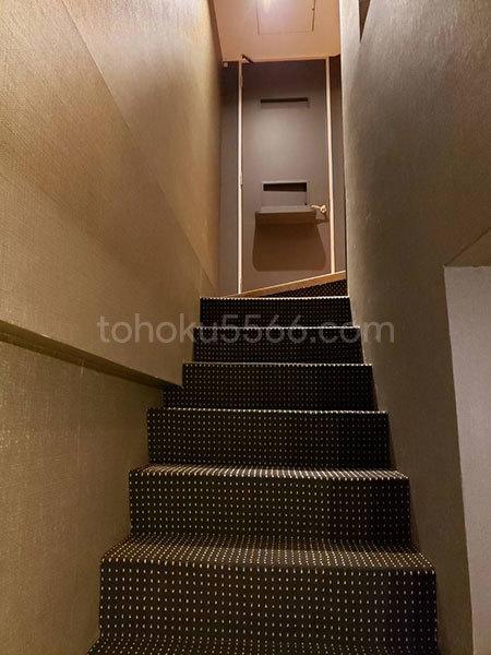 エイチギャラリーホテル 階段